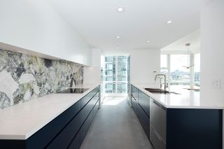 """Photo 13: 1602 1077 MARINASIDE Crescent in Vancouver: Yaletown Condo for sale in """"Marinaside Resort Residences"""" (Vancouver West)  : MLS®# R2592823"""