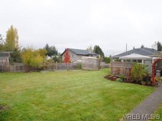 Photo 18: 843 Tulip Ave in VICTORIA: SW Marigold House for sale (Saanich West)  : MLS®# 554188