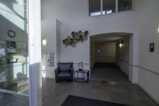 """Photo 4: 404 33485 SOUTH FRASER Way in Abbotsford: Central Abbotsford Condo for sale in """"CITADEL RIDGE"""" : MLS®# R2320305"""