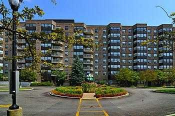 Main Photo: 412 2 Raymerville Drive in Markham: Condo for sale : MLS®# N1932397