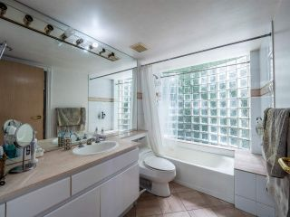 """Photo 18: 348 TAYLOR Way in West Vancouver: Park Royal Townhouse for sale in """"THE WESTROYAL"""" : MLS®# R2373517"""