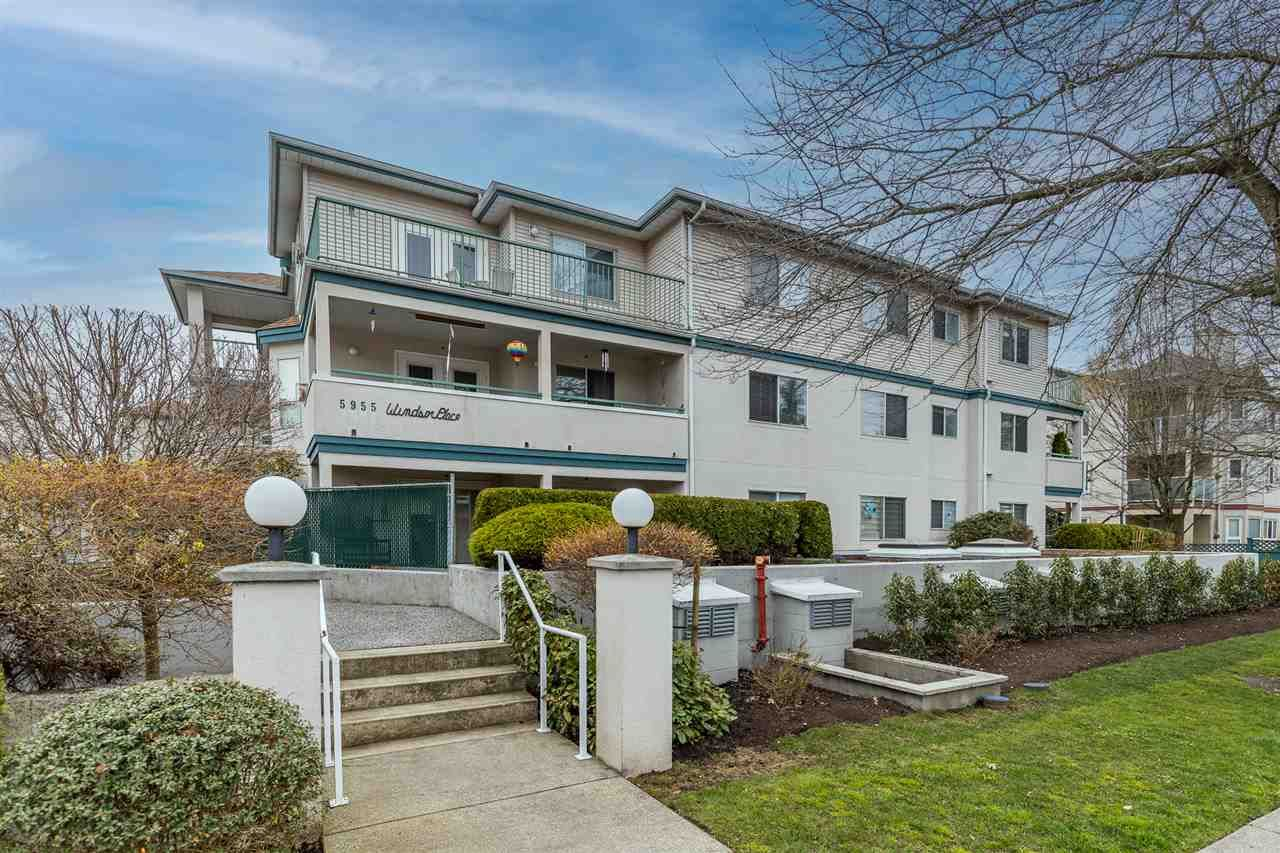 """Main Photo: 311 5955 177B Street in Surrey: Cloverdale BC Condo for sale in """"Windsor Place"""" (Cloverdale)  : MLS®# R2566962"""