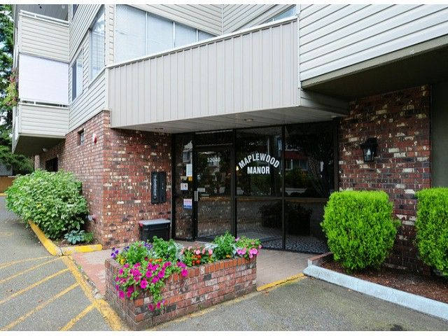 """Main Photo: 308 32040 TIMS Avenue in Abbotsford: Abbotsford West Condo for sale in """"MAPLEWOOD MANOR"""" : MLS®# F1416479"""