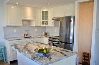 """Photo 7: 706 2409 W 43RD Avenue in Vancouver: Kerrisdale Condo for sale in """"BALSAM COURT"""" (Vancouver West)  : MLS®# R2142014"""