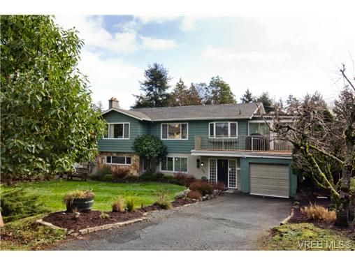 FEATURED LISTING: 3053 Shoreview Dr VICTORIA