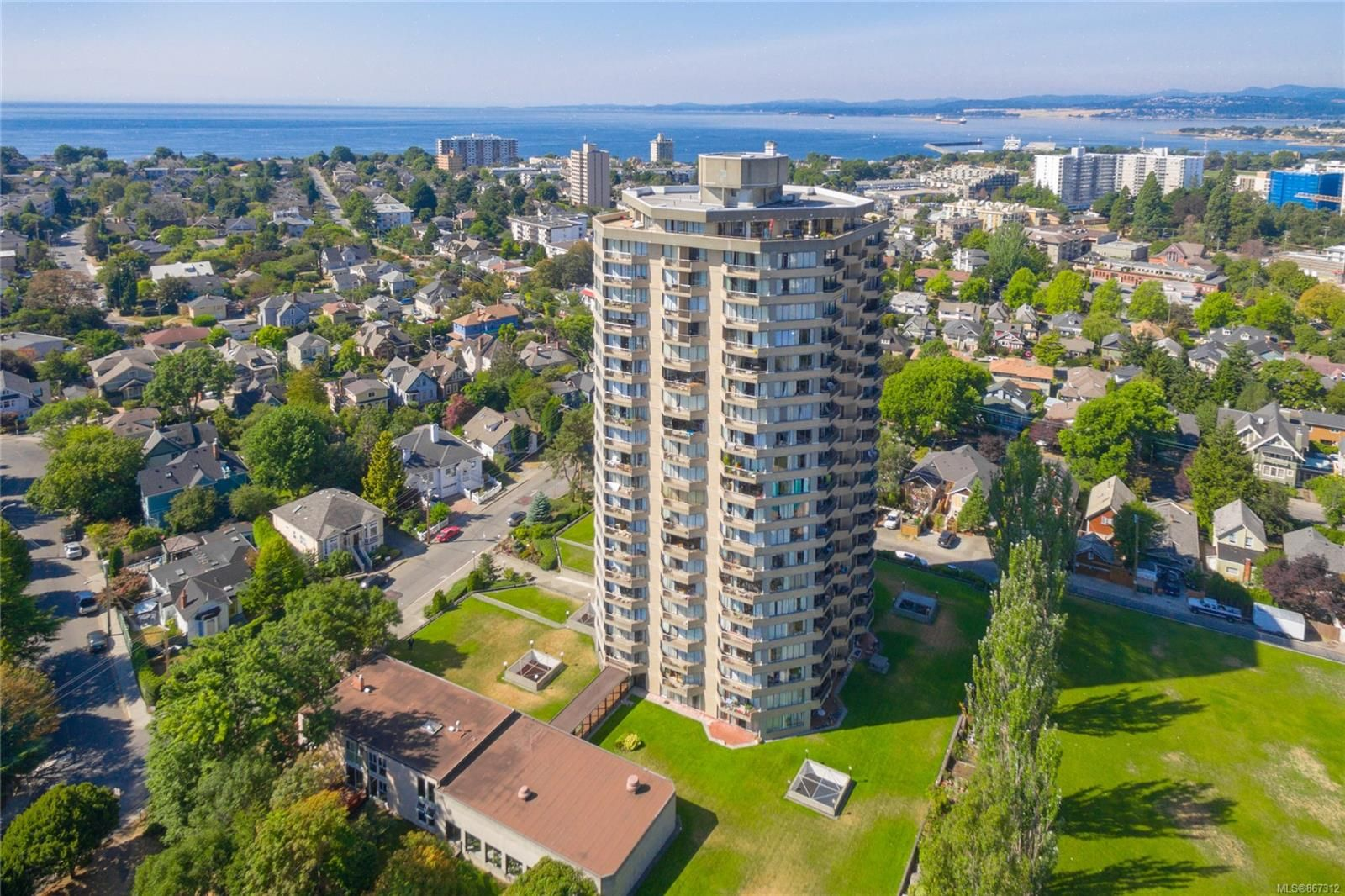 Main Photo: 2005 620 Toronto St in : Vi James Bay Condo for sale (Victoria)  : MLS®# 867312