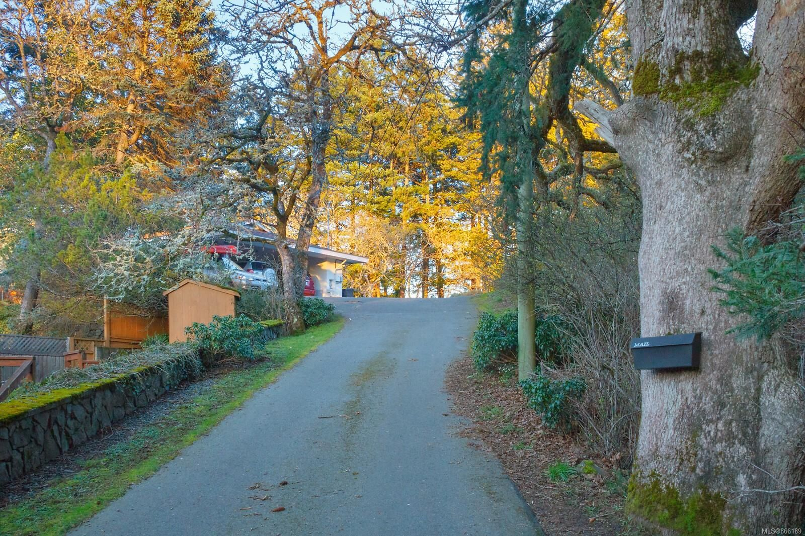 Main Photo: 945 Kingsmill Rd in : Es Gorge Vale House for sale (Esquimalt)  : MLS®# 866189