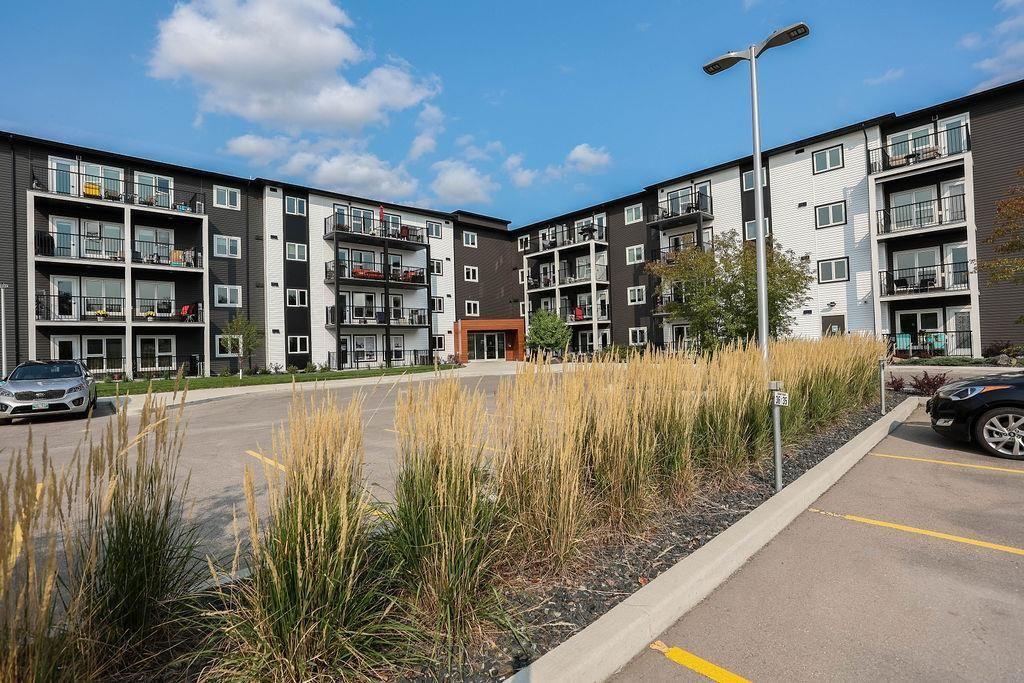 Main Photo: 301 545 Dale Boulevard in Winnipeg: Charleswood Condominium for sale (1H)  : MLS®# 202123124