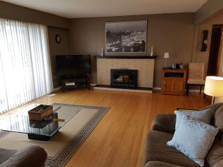 """Photo 2: 15011 PEACOCK Place in Surrey: Bolivar Heights House for sale in """"birdland"""" (North Surrey)  : MLS®# R2162800"""