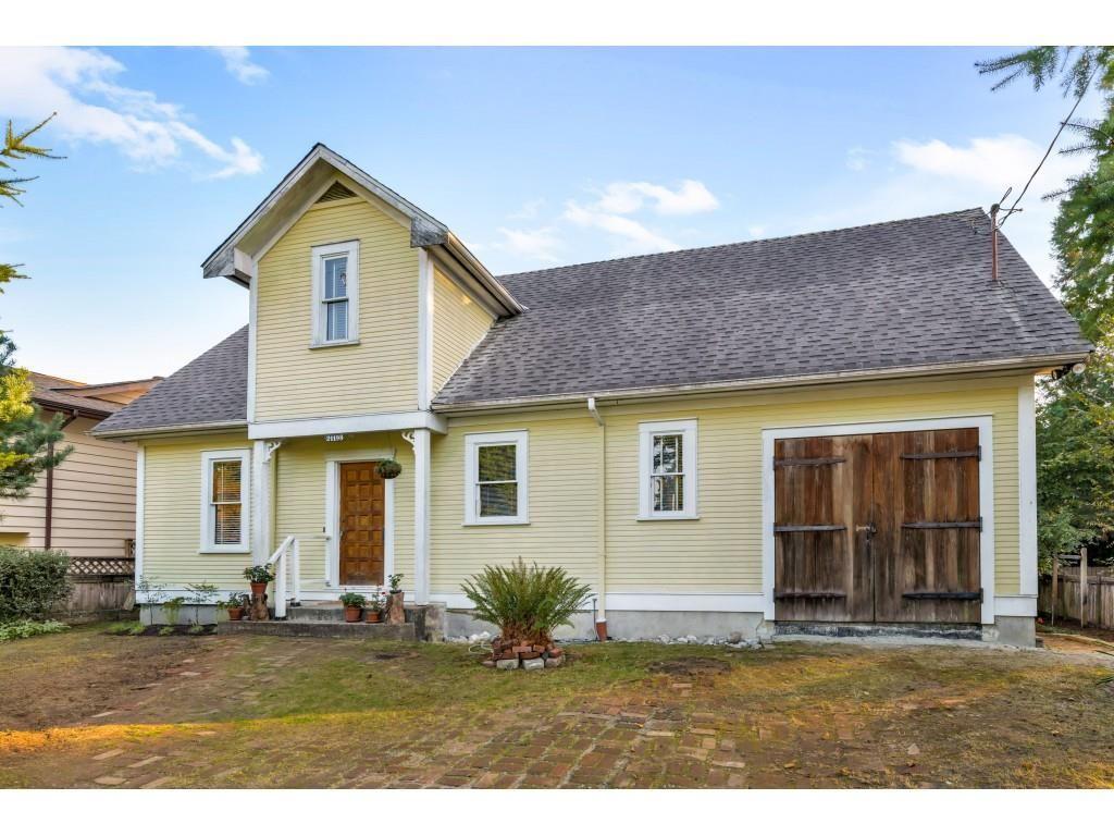 Main Photo: 21198 WICKLUND Avenue in Maple Ridge: Northwest Maple Ridge House for sale : MLS®# R2506044