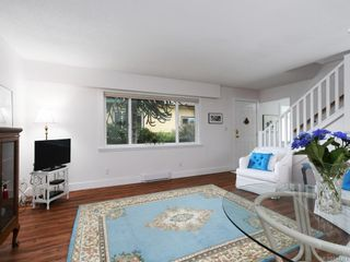 Photo 7: 2359 Brethour Ave in Sidney: Si Sidney North-East House for sale : MLS®# 844374
