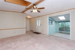 Photo 2: 6 7583 Central Saanich Rd in Central Saanich: CS Hawthorne Manufactured Home for sale : MLS®# 770137