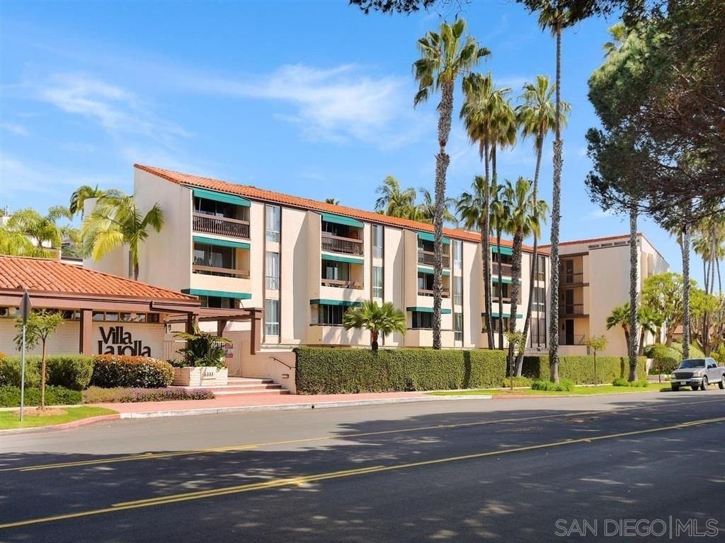 Main Photo: LA JOLLA Condo for rent : 2 bedrooms : 6333 La Jolla Blvd #270