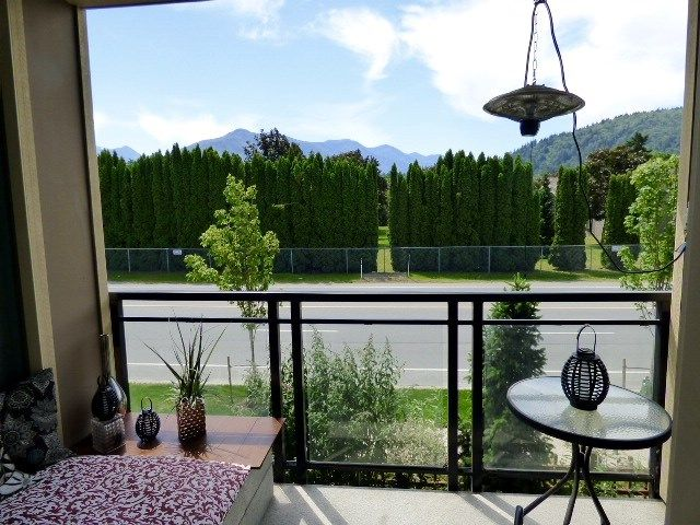"""Photo 9: Photos: 35 45290 SOOWAHLIE Crescent in Chilliwack: Vedder S Watson-Promontory Townhouse for sale in """"PARKGATE"""" (Sardis)  : MLS®# R2076757"""