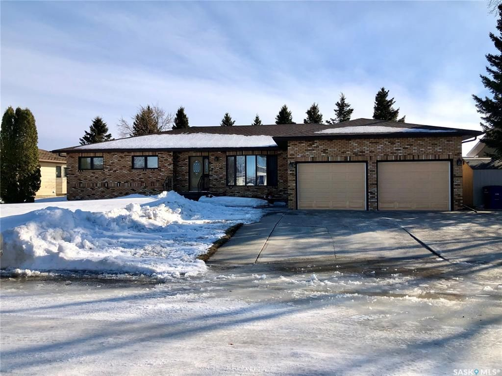Main Photo: 537 Fir Crescent in Carrot River: Residential for sale : MLS®# SK846015