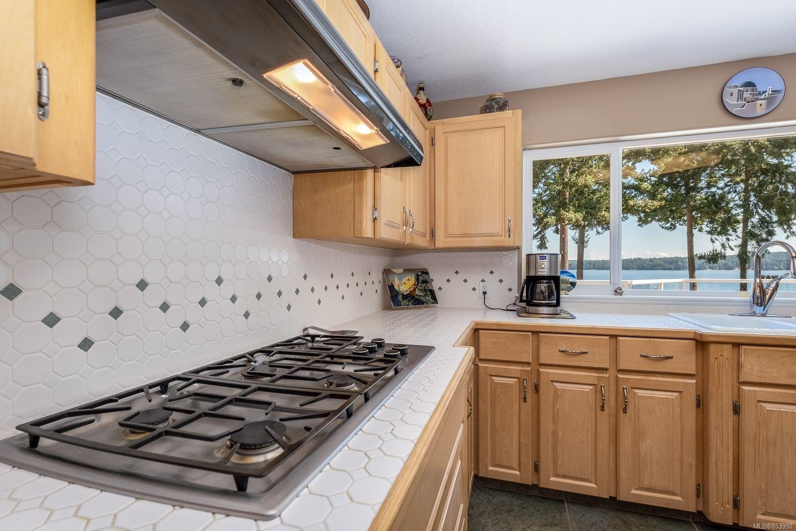 Photo 16: Photos: 5880 GARVIN Rd in : CV Union Bay/Fanny Bay House for sale (Comox Valley)  : MLS®# 853950