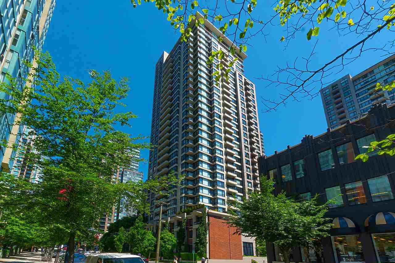 Main Photo: 710 928 HOMER STREET in Vancouver: Yaletown Condo for sale (Vancouver West)  : MLS®# R2429120