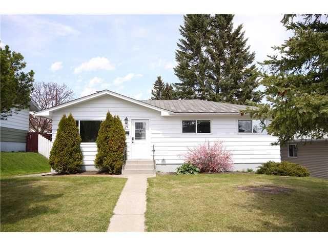 Main Photo: 55 HAZELWOOD Crescent SW in CALGARY: Haysboro Residential Detached Single Family for sale (Calgary)  : MLS®# C3427693