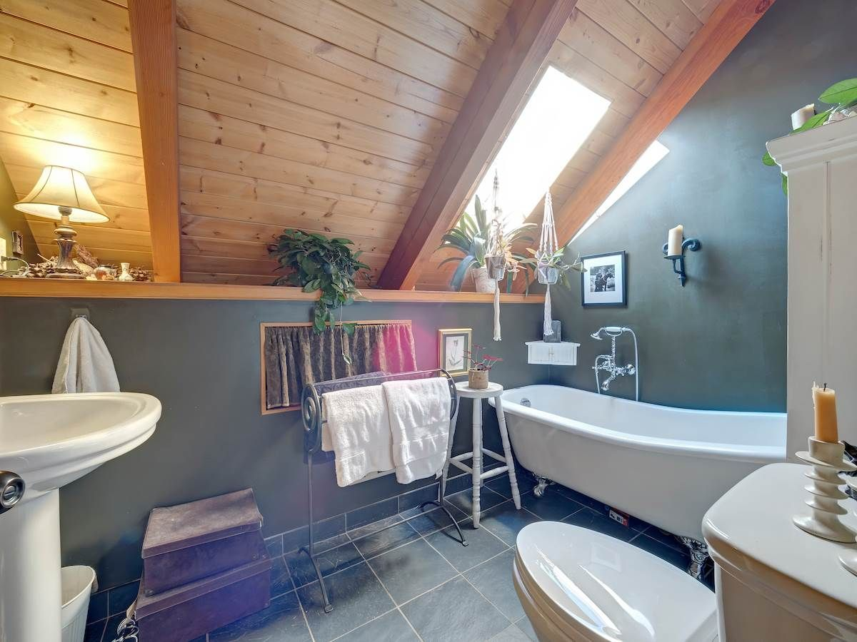 Photo 12: Photos: 2595 SYLVAN Drive: Roberts Creek House for sale (Sunshine Coast)  : MLS®# R2481642