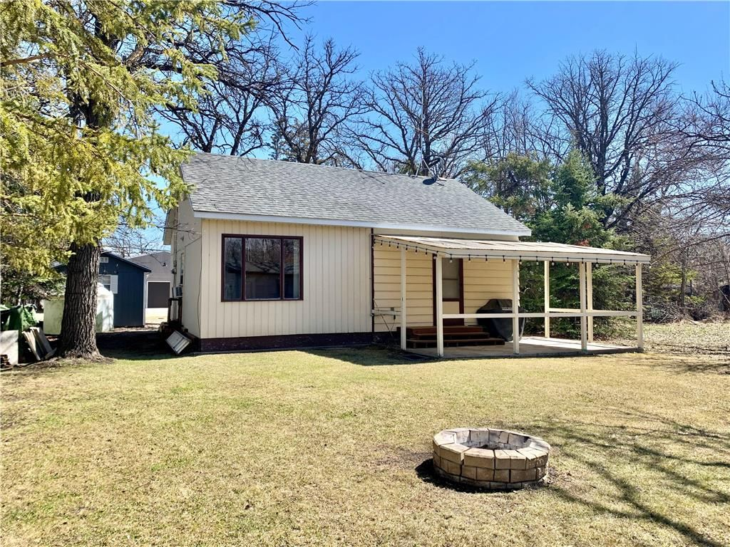 Main Photo: 177 Campbell Avenue West in Dauphin: Dauphin Beach Residential for sale (R30 - Dauphin and Area)  : MLS®# 202110733