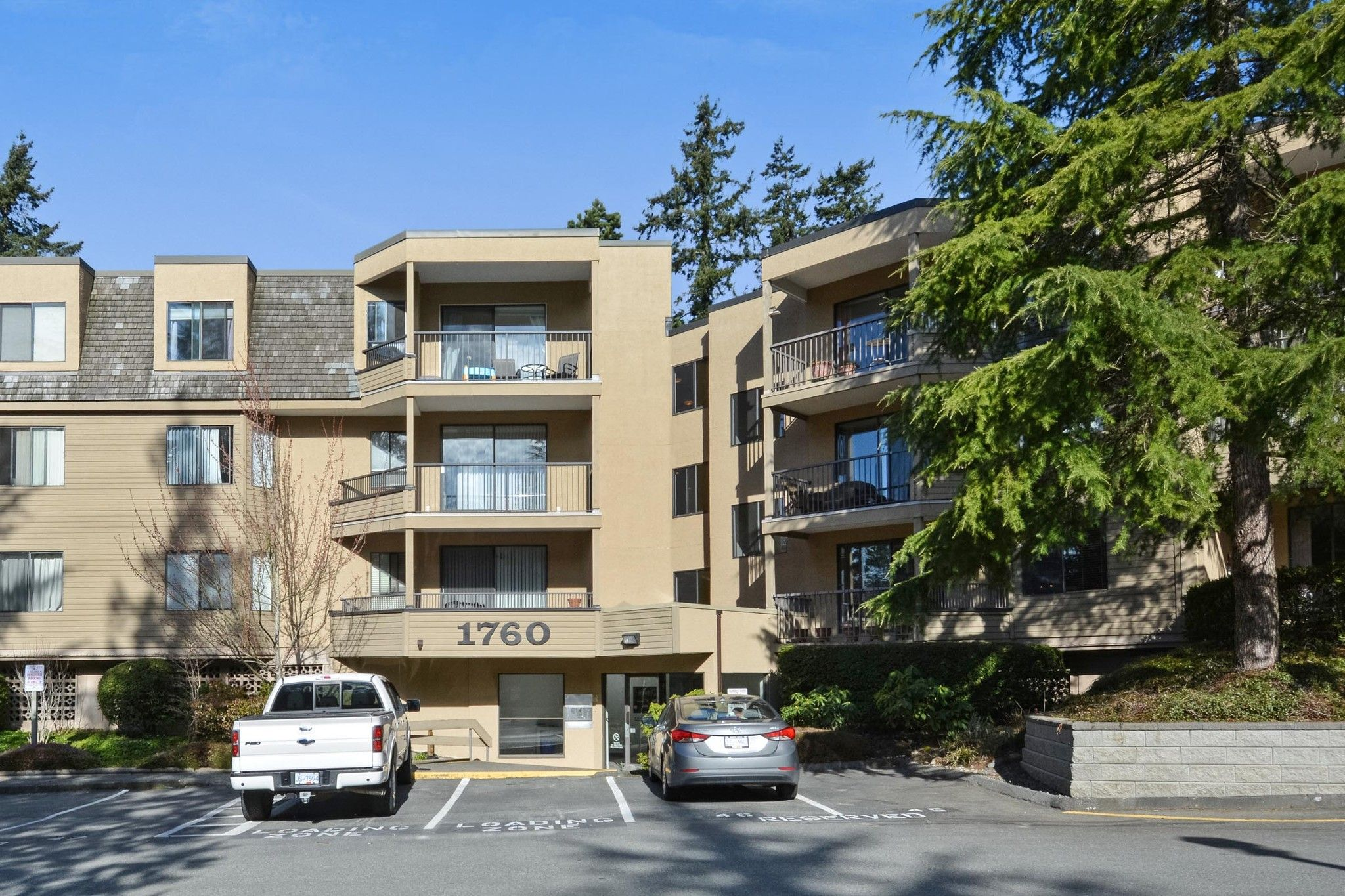 "Main Photo: 115 1760 SOUTHMERE Crescent in Surrey: Sunnyside Park Surrey Condo for sale in ""CAPSTAN WAY"" (South Surrey White Rock)  : MLS®# R2248455"