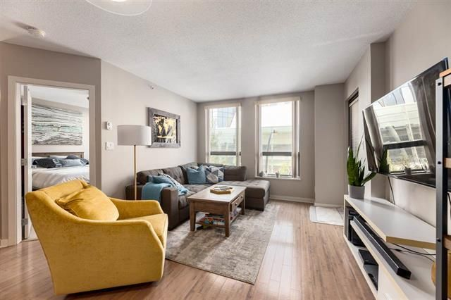 Main Photo: 303 14 BEGBIE STREET in New Westminster: Quay Condo for sale : MLS®# R2497616
