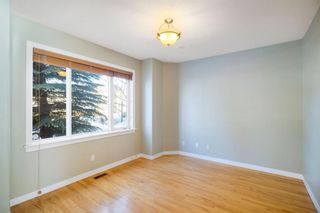 Photo 3: 429 19 Avenue NE in Calgary: Winston Heights/Mountview Semi Detached for sale : MLS®# A1063188