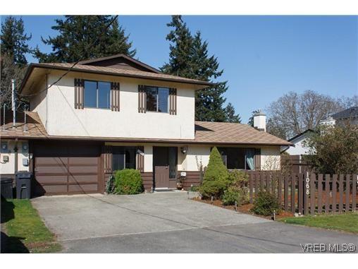 Main Photo: 1068 Costin Ave in VICTORIA: La Langford Proper Half Duplex for sale (Langford)  : MLS®# 635699