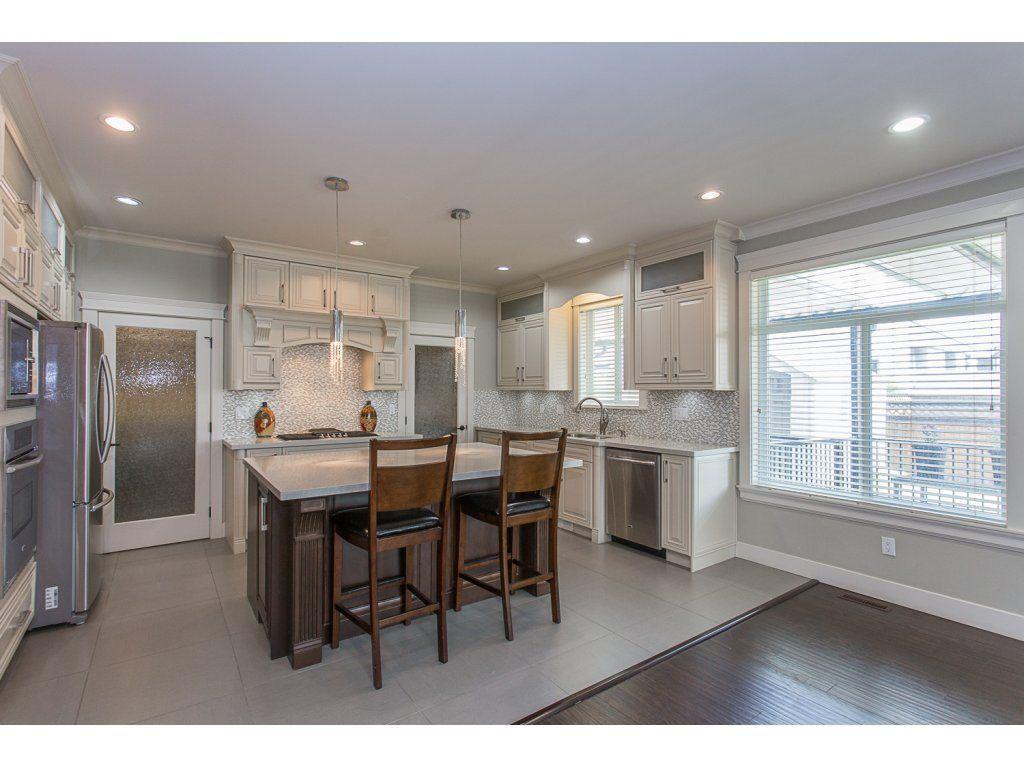 Photo 4: Photos: 18815 53A Avenue in Surrey: Cloverdale BC House for sale (Cloverdale)  : MLS®# R2272944