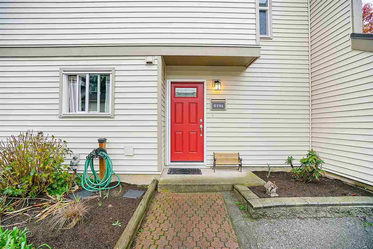 "Main Photo: 6191 E GREENSIDE Drive in Surrey: Cloverdale BC Townhouse for sale in ""GREENSIDE"" (Cloverdale)  : MLS®# R2225594"
