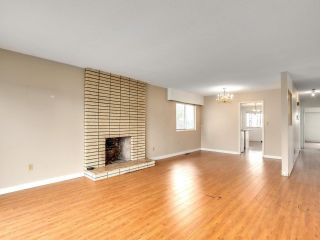 """Photo 4: 2928 E 6TH Avenue in Vancouver: Renfrew VE House for sale in """"RENFREW"""" (Vancouver East)  : MLS®# R2620288"""