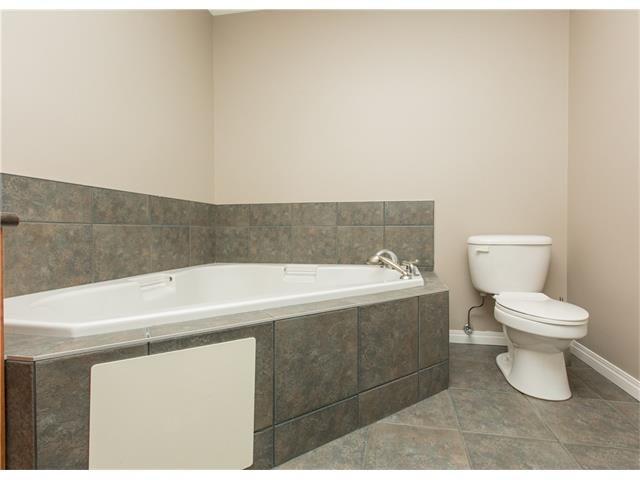 Photo 15: Photos:  in Calgary: Condo for sale : MLS®# C4076180