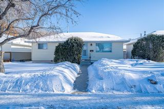 Photo 2: 222 Witney Avenue South in Saskatoon: Meadowgreen Residential for sale : MLS®# SK840959