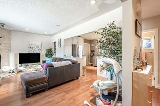 Photo 2: 2510 17 Street NW in Calgary: Capitol Hill Detached for sale : MLS®# A1074729