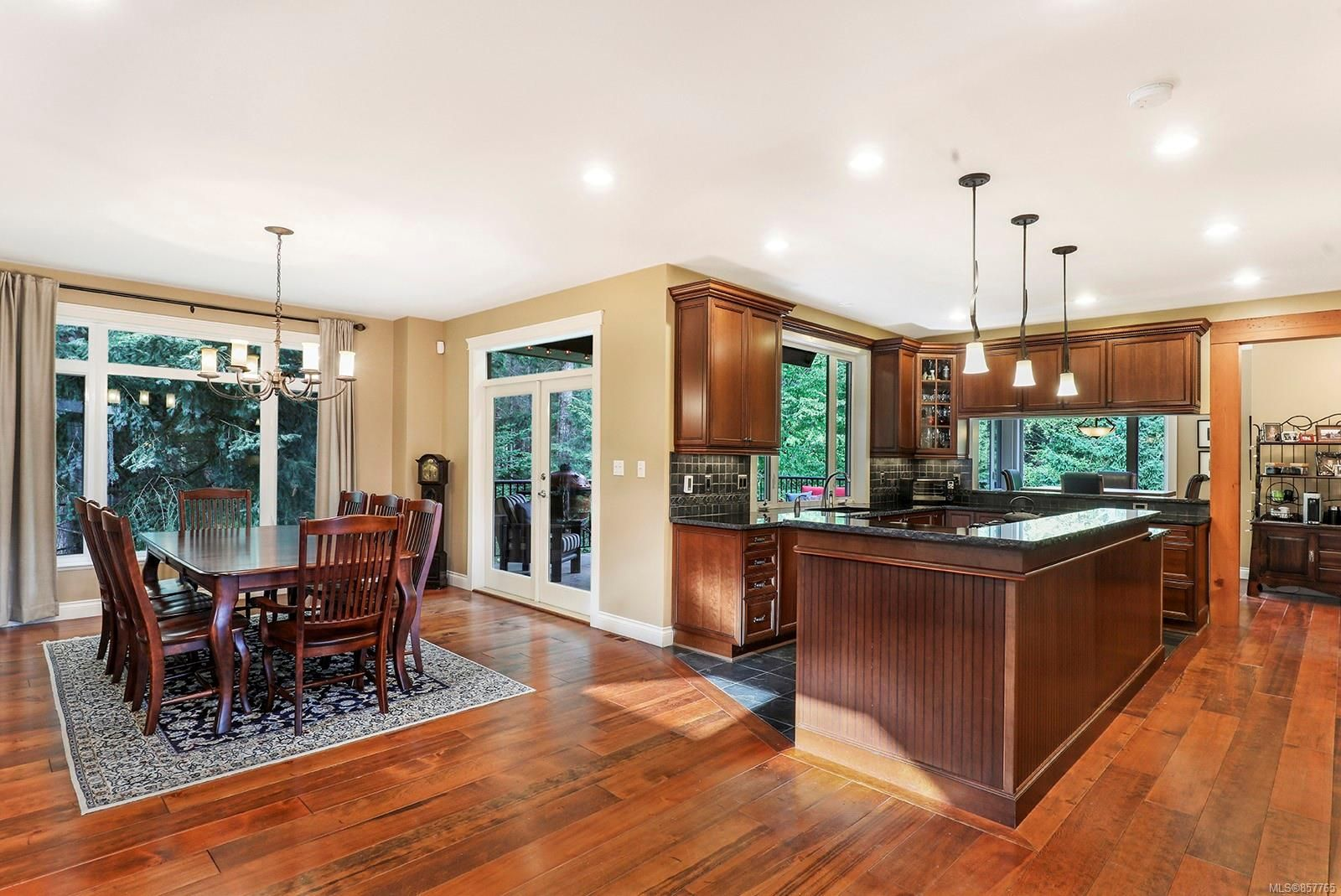 Photo 13: Photos: 1516 Highridge Dr in : CV Comox (Town of) House for sale (Comox Valley)  : MLS®# 857765