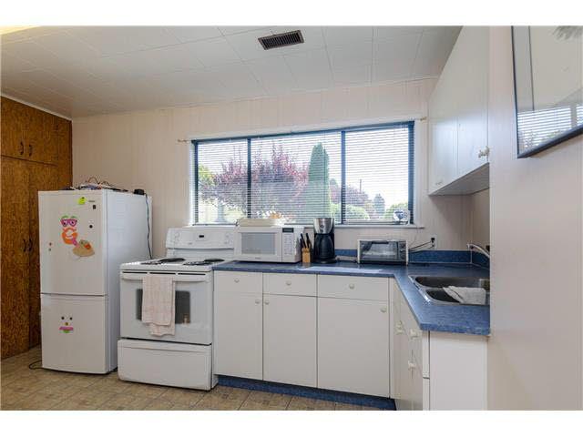 Photo 11: Photos: 5241 BELAIR Crescent in Tsawwassen: Cliff Drive House for sale : MLS®# V1140250