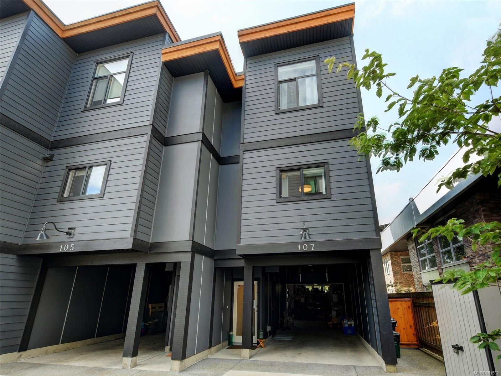 Main Photo: 107 679 Wagar Ave in : La Langford Proper Row/Townhouse for sale (Langford)  : MLS®# 851562