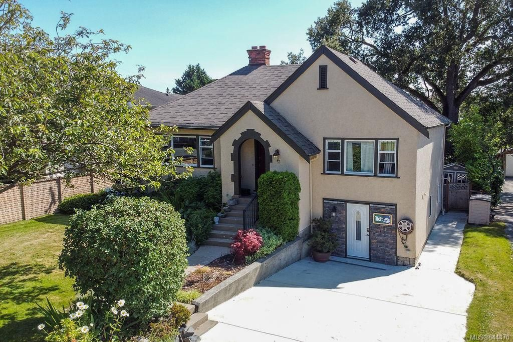 Main Photo: 47 W Maddock Ave in Saanich: SW Gorge House for sale (Saanich West)  : MLS®# 844470