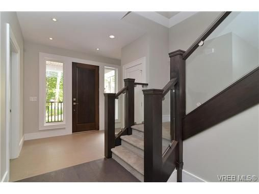 Photo 7: Photos: 111 Parsons Rd in VICTORIA: VR Six Mile House for sale (View Royal)  : MLS®# 684415
