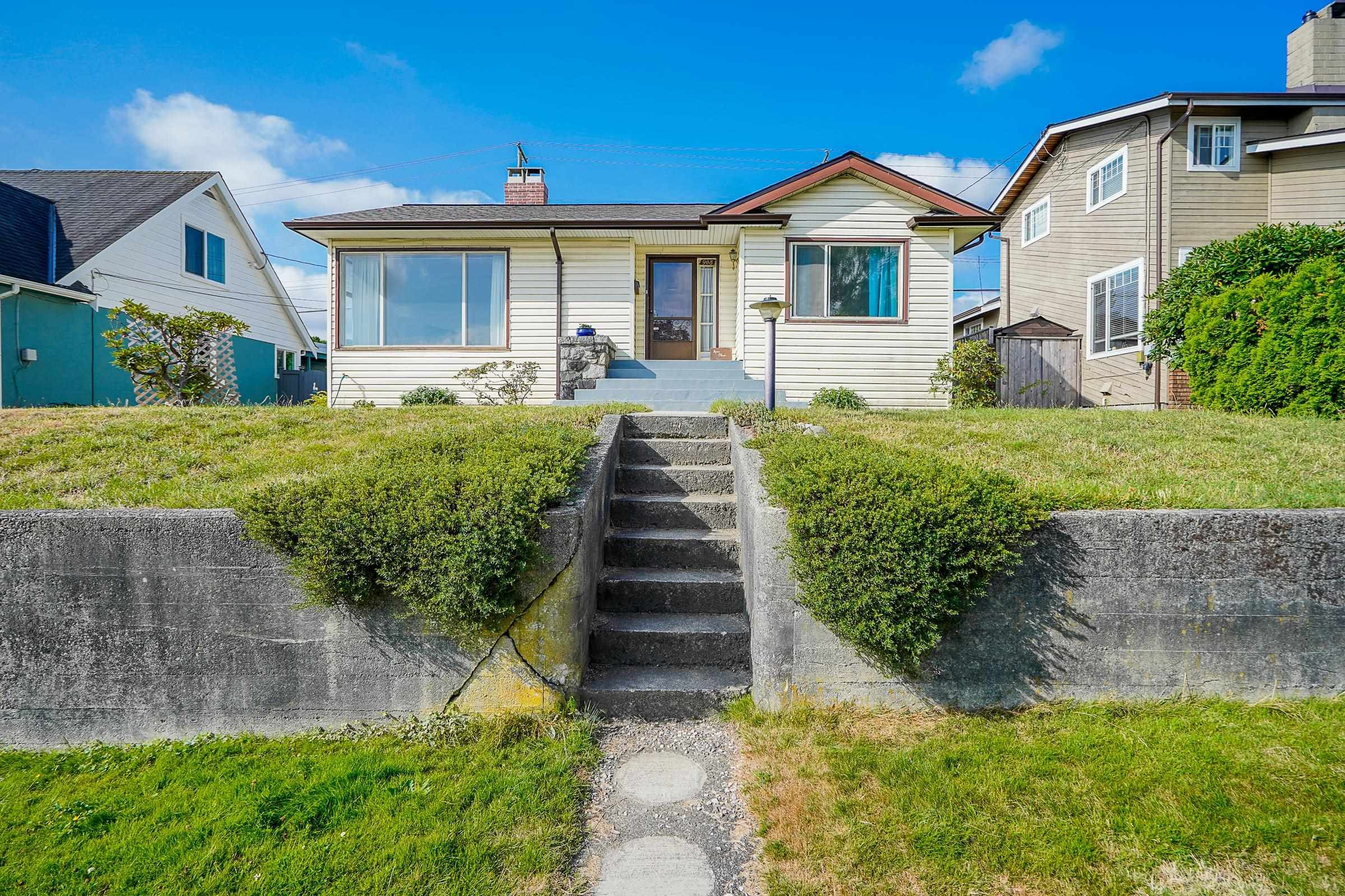 Main Photo: 908 BURNABY Street in New Westminster: The Heights NW House for sale : MLS®# R2612018