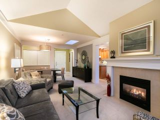 """Photo 5: 304 3088 W 41ST Avenue in Vancouver: Kerrisdale Condo for sale in """"LANESBOROUGH"""" (Vancouver West)  : MLS®# R2323364"""