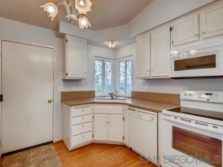 Photo 4: VISTA House for sale : 2 bedrooms : 1241 Longfellow Rd