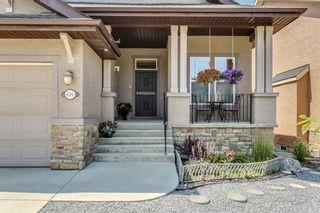 Photo 2: 68 CRESTRIDGE Way SW in Calgary: Crestmont House for sale : MLS®# C4128621