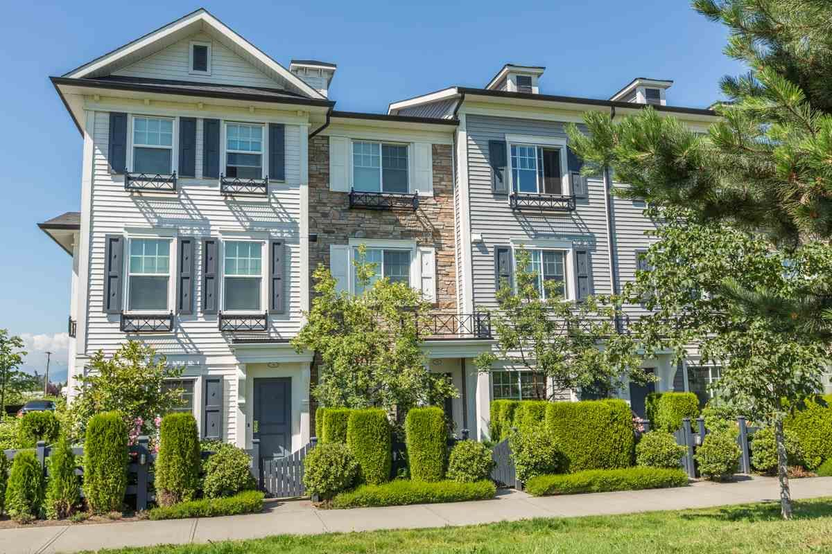"""Main Photo: 10 7348 192A Street in Surrey: Clayton Townhouse for sale in """"Knoll"""" (Cloverdale)  : MLS®# R2069354"""