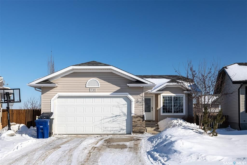 Main Photo: 739 Maple Ridge Terrace in Martensville: Residential for sale : MLS®# SK841947