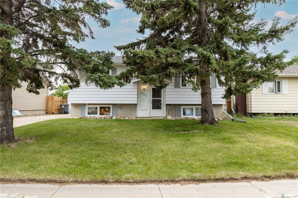 Main Photo: 429 Meighen Crescent in Saskatoon: Confederation Park Residential for sale : MLS®# SK865733