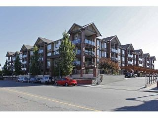 Photo 1: 150 5660 201A Street in Langley: Langley City Condo for sale : MLS®# R2372359