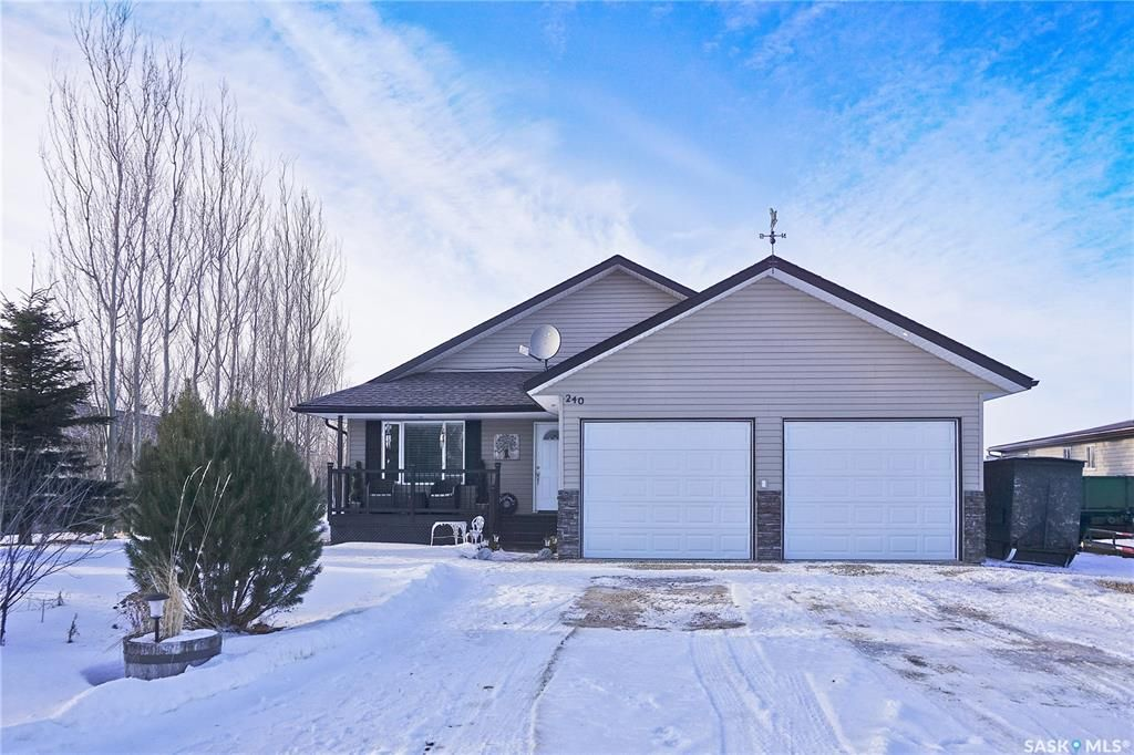 Main Photo: 240 Ruby Drive in Hitchcock Bay: Residential for sale : MLS®# SK840197