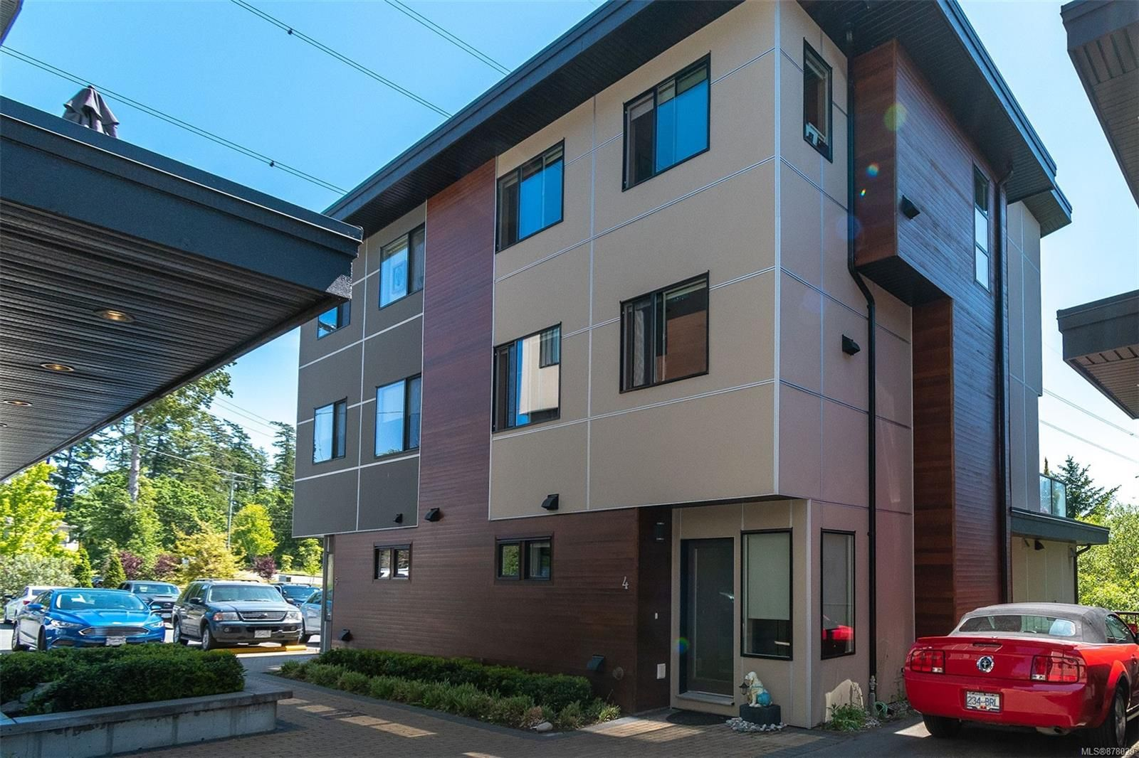 Main Photo: 4 2311 Watkiss Way in : VR Hospital Row/Townhouse for sale (View Royal)  : MLS®# 878029