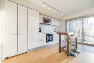 """Photo 2: 2207 999 SEYMOUR Street in Vancouver: Downtown VW Condo for sale in """"999 Seymour"""" (Vancouver West)  : MLS®# R2521915"""